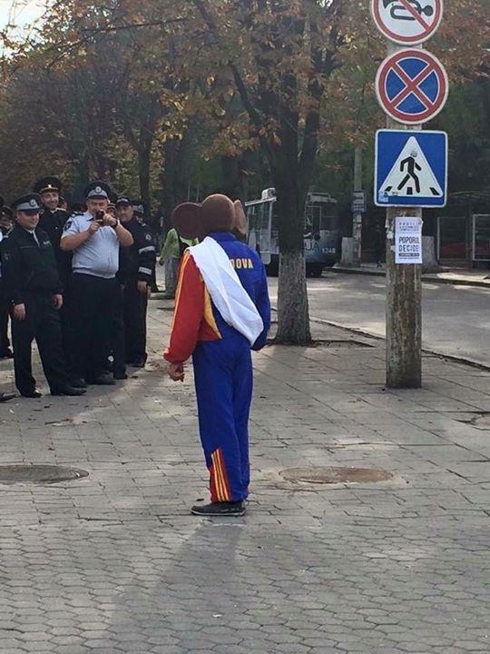 """В Кишиневе митингующие создали """"Народную гвардию"""" для защиты от провокаций властей - Цензор.НЕТ 9408"""