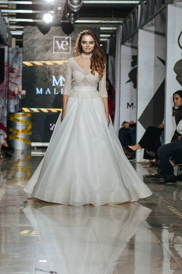 Modelul a prezentat mai multe creatii vestimentare in cadrul acestui  eveniment 634b6755bf