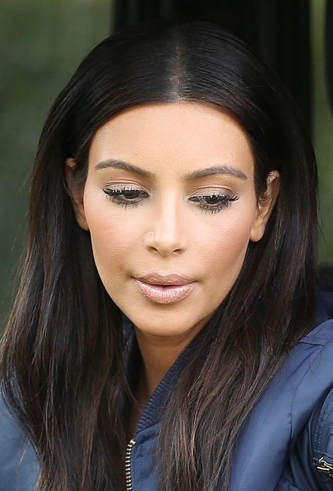 Cat Machiaj Isi Pune Kim Kardashian