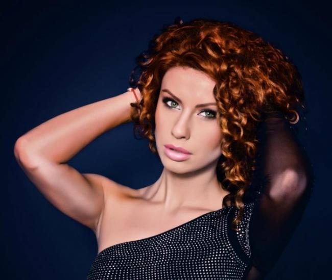Natalia Barbu Nu Renunta La Extensiile De Par