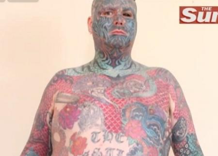 Cautare model om tatuat)