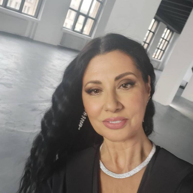 Intalni i frumoasa femeie tunisiana