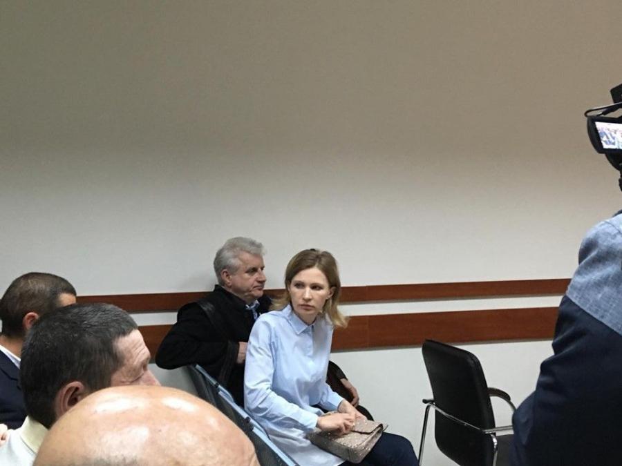 Avocatii lui Andrei Tranga au contestat decizia prin care omul de afaceri a fost plasat in izolator pentru 30 de zile. Magistratii urmeaza sa ia o decizie la Curtea de Apel. Sotia acestuia se afla deja acolo - FOTO