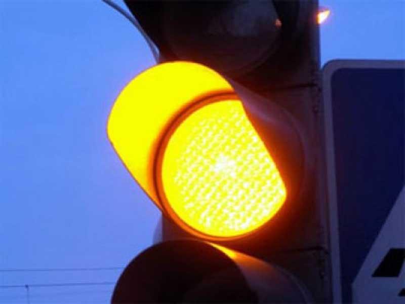 Galben intermitent la semafoarele din doua intersectii din capitala. Silvia  Radu crede ca asta va reduce ambuteiajele